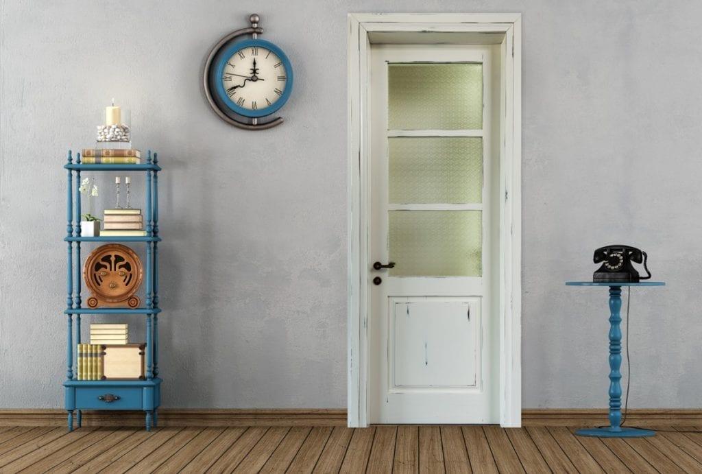 דלתות רטרו  החריטות המעודנות מעניקות לדלת טביעת אצבע אישית שלא ניתן להתעלם ממנה.
