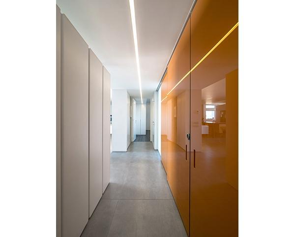 דלתות נסתרות בפרויקט משרדים, בחיפויים שונים
